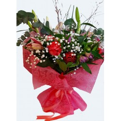 send luxury flower bouquets for valentines day in drama city Greece